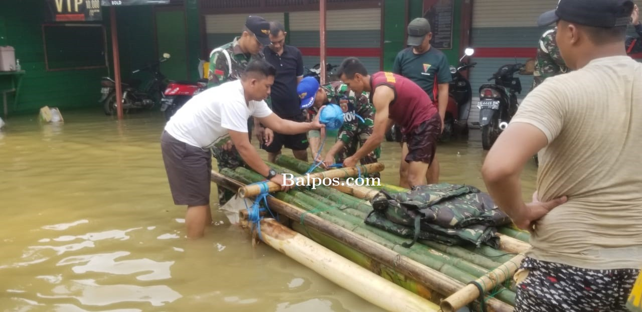 Ribuan Orang Mengungsi, TNI Bantu Warga